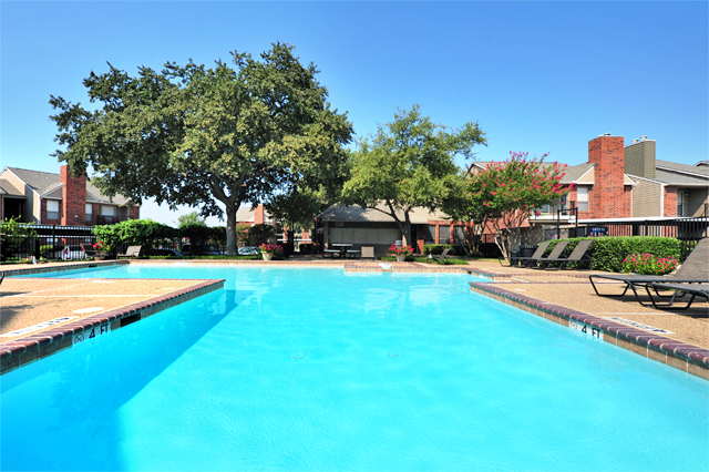 Greenbriar Apartments In Plano | Pool